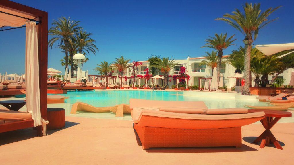 Great pool of best hotel digital marketing stars